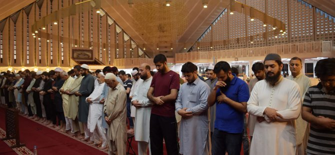 COVID-19: Pakistan to allow mosques prayers in Ramadan