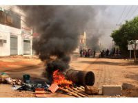UPDATE 2 - 5 killed as Sudan forces clear protest camp in Khartoum