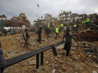 Nepal shaken by magnitude 7.8 earthquake, followed by avalanche